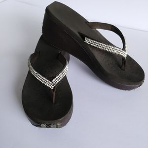 Volatile Corrine Wedge Thong Sandal Size 9